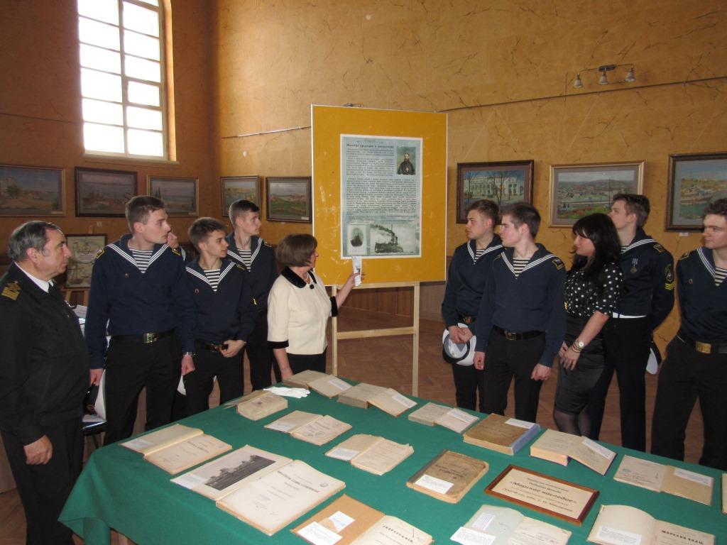 На Международной научно-практической конференции «Макаровские чтения – 2017» была организована выставка редких книг из фонда «Морское наследие» Библиотечного комплекса Университета