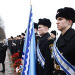 Митинг у памятника Петру Великому «Царь-плотник»